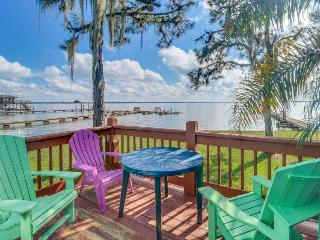 Lakefront studio w/ boat slip access, close to shopping - snowbirds welcome!