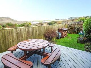 CORNER COTTAGE, stone barn converison, private enclosed garden, pet-friendly, woodburner, in Broad Haven, Ref 932268