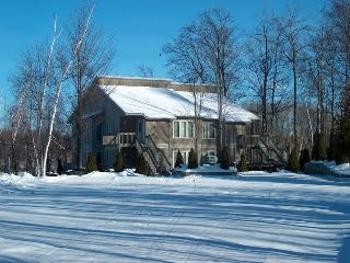 2 BR villa avail 1 week Ottawa Valley, Cobden