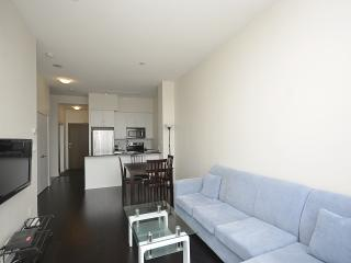 1BD+DEN CONDO CHARMING WITH PARKING AT SQUARE ONE