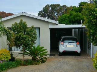 Cozy and private stand alone Garden cottage, Port Elizabeth