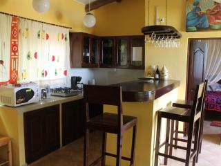 Cozy and serviced apartment in a tropical garden, Bujumbura
