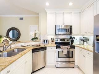 Making meals will be a breeze in this kitchen with grantie counter top and stainless appliances