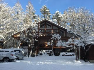 Kukuhouse Main House - Gorgeous Log Home in the Heart of Hakuba
