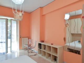 Camera Arancione Luminosa vicino la Metro a Roma