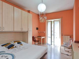 Camera Arancione Luminosa vicino la Metro a Roma, Rome