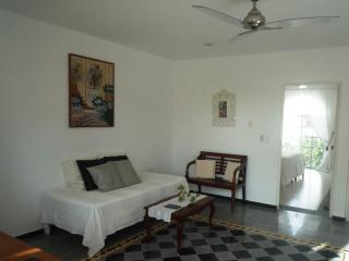 """Sunny Dreams -Lovely Mexican apartment"
