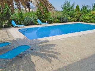 OIKONOMOU  HOUSE  APARTMENT, Loutraki