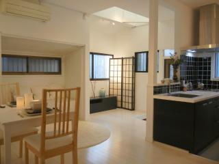 Full private home! perfect for family or couples. access all of Tokyo with ease!