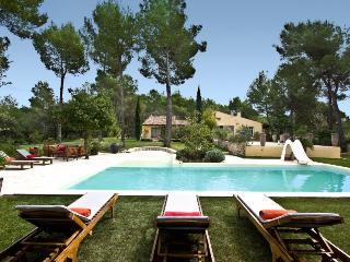 Bastide de 180 m /8 adultes- et 2 enfants piscine, La Bastidonne