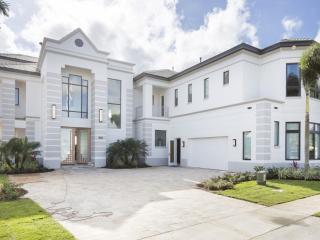 Villa W172 'Luxury 10 bedroom House sleeps 26', Kissimmee
