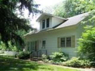 3BR/1.5BA Cottage, Lake MI 3 blks, internet, d/w