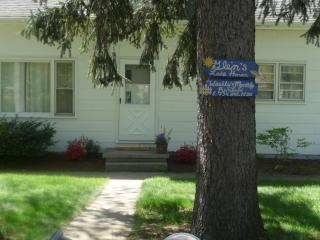 Michigan Ave, Stevensville, MI 3 BR/1.5BA cottage quiet residential area-3 blocks from Lake Michigan
