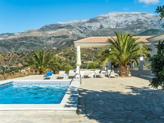 Lovely house with fantastic mountain view+own pool, Malaga