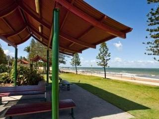 Modern Unit at Sutton's Beach - perfect getaway, Redcliffe