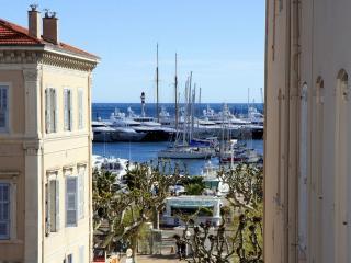 Plein centre, vue mer latérale, entièrement rénové, Cannes