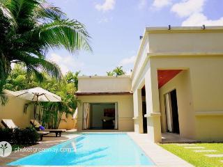 Modern 2-bedroom pool villa near Bang Tao beach, Cherngtalay