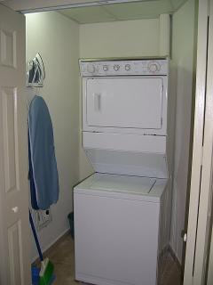 Playa Royale Tower 3 Washer and Dryer, iron