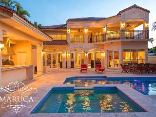 Stunning bay view Villa Tuscany, Miami Beach
