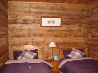 Broc Log Cabin, Farr
