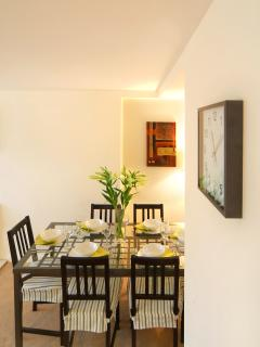 Relaxed dining space for six