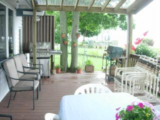 Waterfront  Bed and Breakfast home on Lake Erie