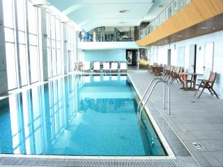 Swimming pool, gym & parking in a luxurious tower, Tel Aviv