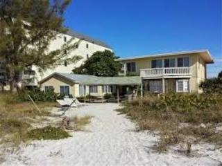"""RARE FIND!"" Cottage 8 (2 places N of CHATEAUX!), Indian Shores"
