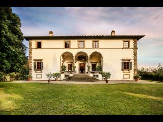 Lavish 8BR villa with heated pool great Location!, San Casciano in Val di Pesa