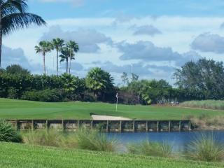 Golfer's Paradise; Stunning 2 bed 2 bath Condo, Nápoles