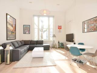An immaculate and modernised, one-bedroom period conversion flat, moments from Paddington station., Londra