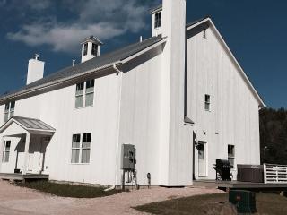 Vermont Barns Townhouse #2 - Ski Okemo!, Andover