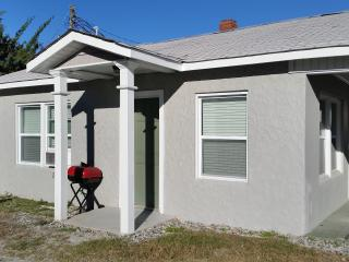 Newly Renovated Ocean Blvd. Cottage Pet Friendly, North Myrtle Beach