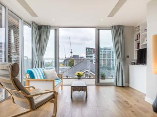 A light and bright two-bedroom penthouse in Putney., Londres