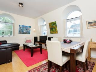 Centrally located 3 bed apartment, Bayswater, Londra