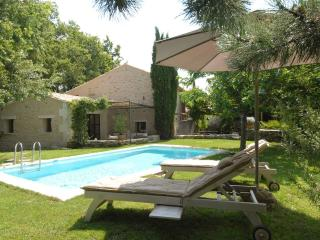 Provence -Luberon lovely old farmhouse with pool