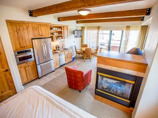 2BR Park City Condo w/Spectacular Views, Multiple Fireplaces & Private Hot Tub - 2 Units in 1! *Rent 1BR at a Discounted Rate*