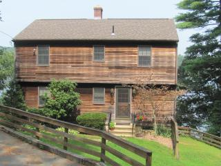 4BR Lakefront New England Charmer - The Perfect Weekend Getaway on Wickaboag
