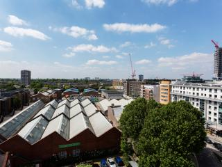 2 bed flat with views, Imperial Wharf, Fulham, Londra