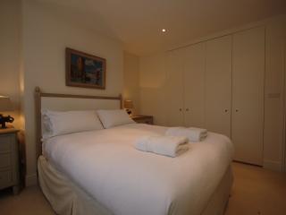 Spacious 5 bedroom 3 bathroom family home, Kensal Green, Londen