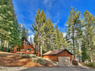 3BR South Lake Tahoe Home w/Hot Tub&Foosball Table