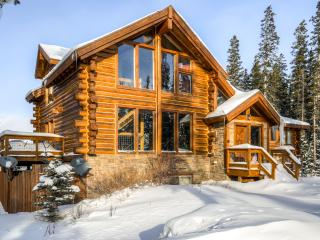 * Discounted Rates Through July 4th Weekend * HGTV House Hunters Breckenridge Home! - Rustic Get Away True Log Cabin w/ Hot Tub and Stunning Views