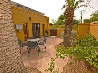 Very Cozy 1BR Tucson Casita w/Gorgeous Flagstone Patio -  10 Minutes from Downtown & Only 8 Blocks from University of Arizona!