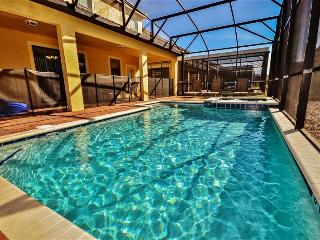 Limited Time! Astounding 8BR ChampionsGate House w/Private Pool, Heated Spa, Game Room & Wifi - Sleeps 22, Minutes from All of Orlando's Famous Theme Parks!, Loughman