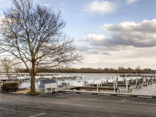 Charming 1BR Port Clinton Condo w/Wifi, Community Pool & Boat Ramp Access - Fantastic Location, Just Steps To Lake Erie & 20 Minutes From Cedar Point!