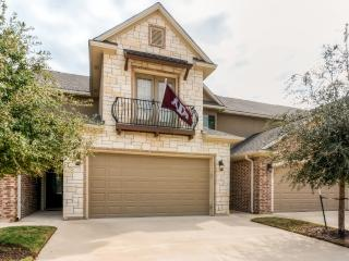 New Listing! Stunning 4BR College Station Townhouse w/Wifi, Private Patio