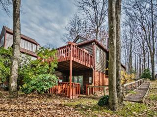 Reduced Rates for May and June! Serene 2BR Farmington Condo at Nemacolin Woodlands Resort w/Private Deck & Lovely Forest Views - Minutes to Lady Luck Casino, Ohiopyle & White Water Rafting Outfitters!