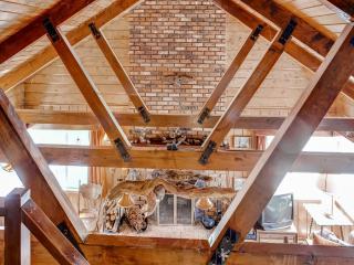 'Rustic Acorn' Quiet 2BR+Loft Wrightwood Cabin w/Deck