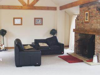 Barn Conversion Holiday Home York Sleeps 15, Wilberfoss