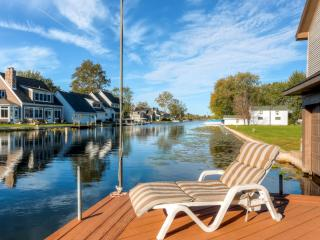 New Listing! Charming 2BR Waterfront Syracuse House w/Large Private Deck, Terrific Lake Views, 5 Kayaks & Paddle Boat Provided - Just 1 Minute from Lake Wawasee via Channel!